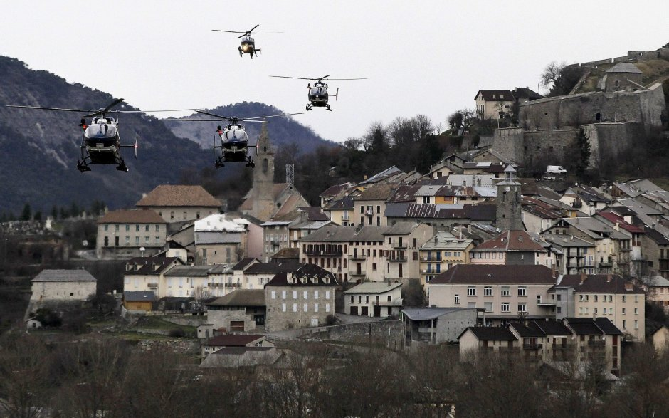 سرویس اورژانس فرانسه کارشان را نزدیک محل سقوط جت آلمانی (با 150 سرنشین) را از سر گرفتند